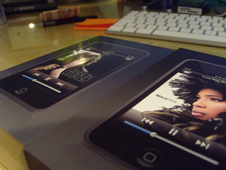 iPod Touch with John Lennon, Macy Gray