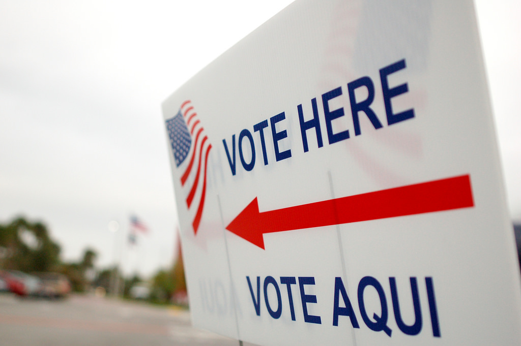Vote Here/Vote Aqui election sign